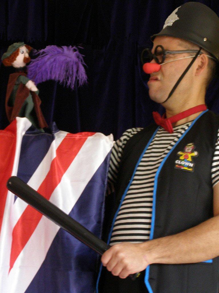 """Escena de l'obra de teatre en anglès """"Clowning""""."""