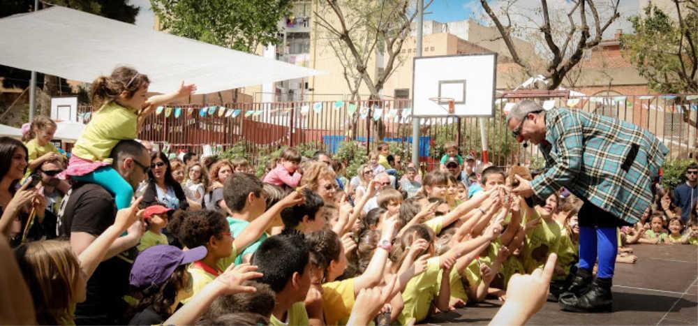 Un espectacle infantil d'en Ruskus a una festa d'escola