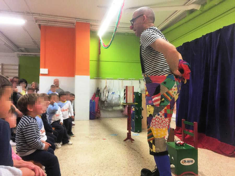 Escena del espectáculo Trenet Xumet para niños y niñas del ciclo infantil