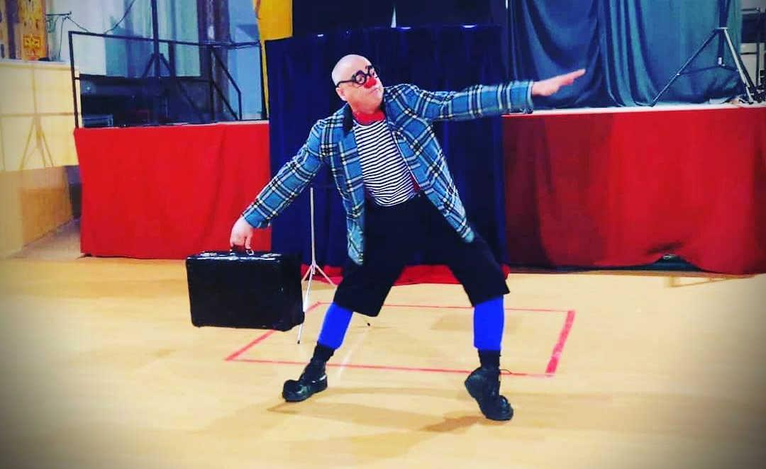 Escena de l'espectacle It's Magic! de Ruskus Patruskus