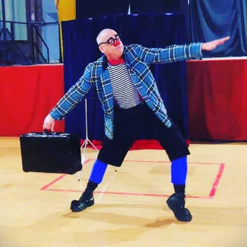 Ruskus i la seva maleta màgica a les hores del conte en anglès